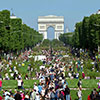 Panoramica notturna degli Champs Elysees